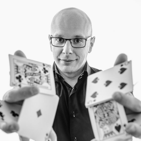 Humaneco - Luxembourg's pro magician Sylvain Juzan launches new website!