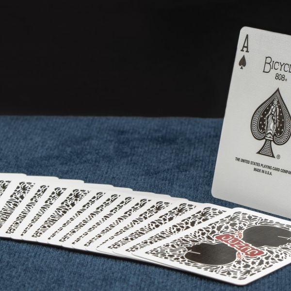 Humaneco - Professional magician in Luxembourg Sylvain Juzan just completed a new custom deck project with the US Playing Card Company.